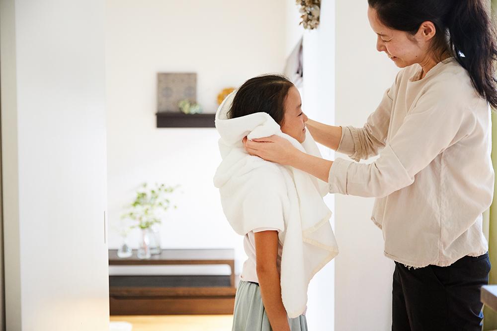 sara-laバスタオルと子供