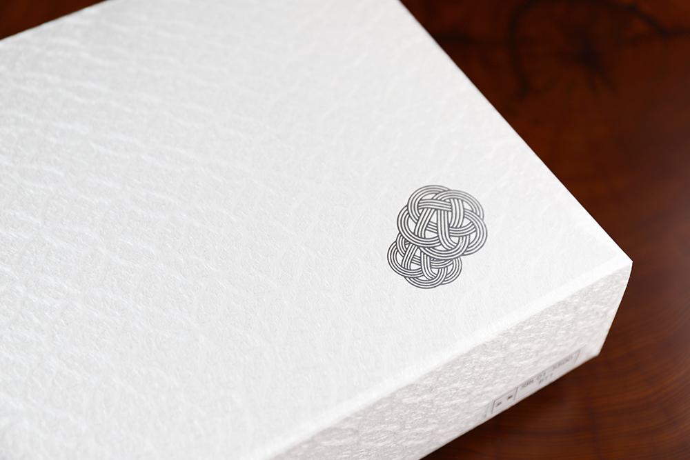 化粧箱は七宝柄の和紙